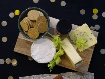 CHEESEBOARD WITH OAT CAKES