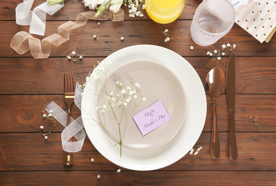 MOTHER'S DAY DINNER SETTING